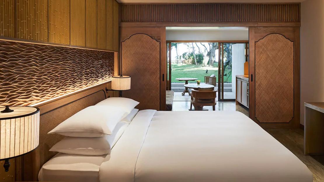 1 King Bed Premium