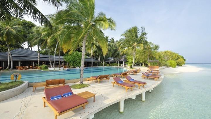 1/7  Royal Island Resort and Spa - Maldives
