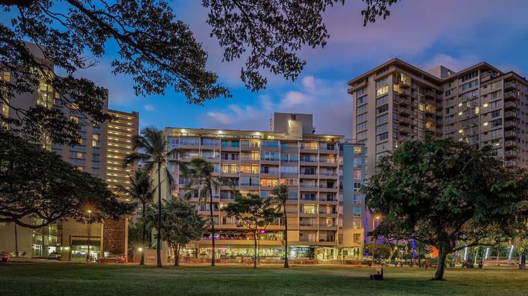 1/7  Waikiki Grand Hotel - Hawaii