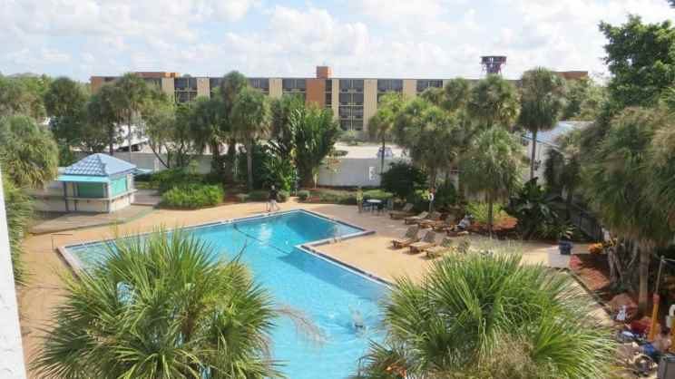 1/2   Monumental Movieland Hotel - Orlando