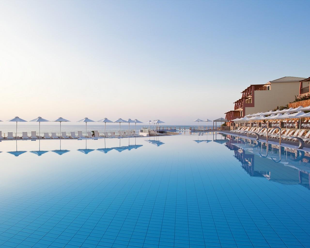 1/11  Apostolata Island Resort & Spa