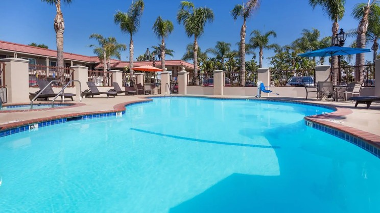1/5  Days Inn by Wyndham Anaheim Near the Park - Los Angeles
