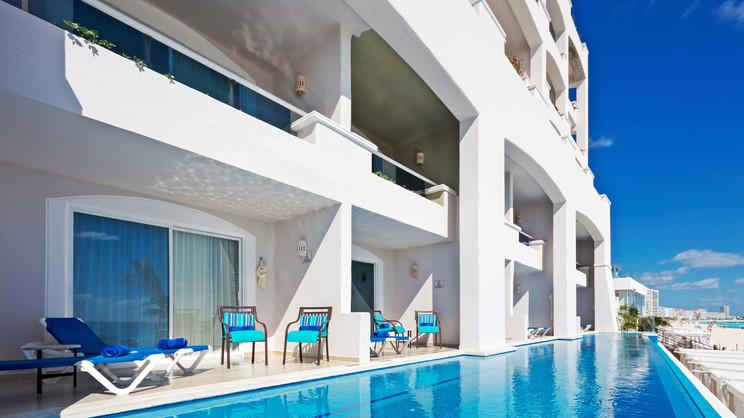 1/11  Panama Jack Resorts Cancun - Mexico