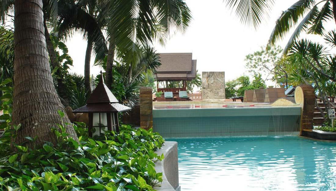 1/4  Century Park Hotel in Bangkok - Thailand