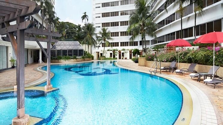 1/6  Furama Riverfront - Singapore