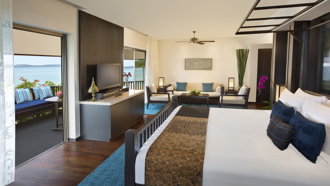 Royal Sea View Suite