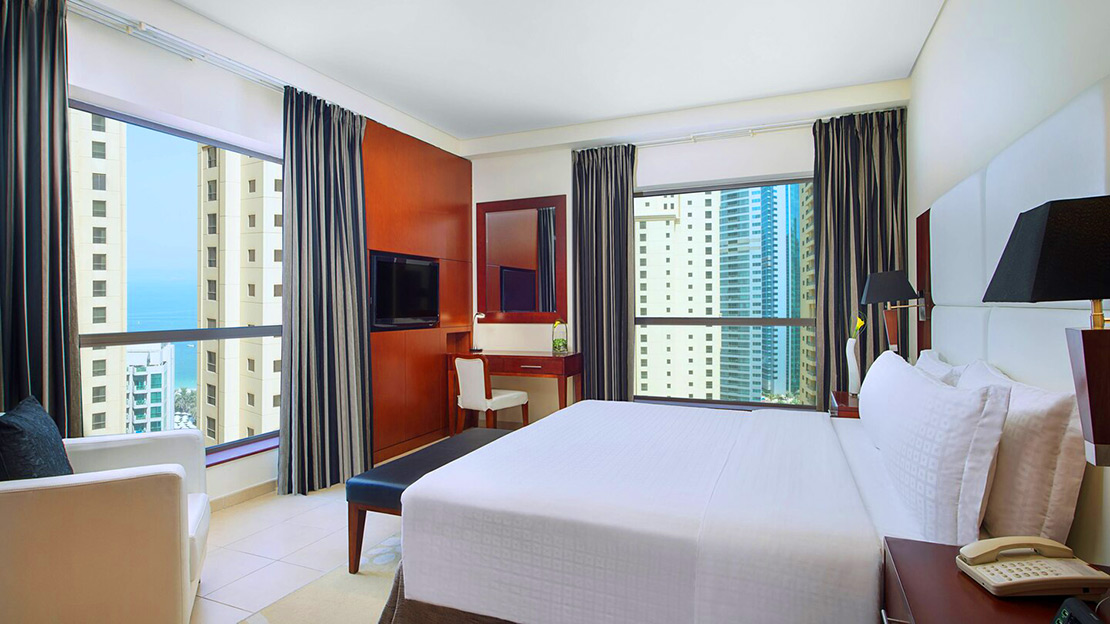 1/2  Delta Hotels by Marriott Jumeirah Beach - Dubai