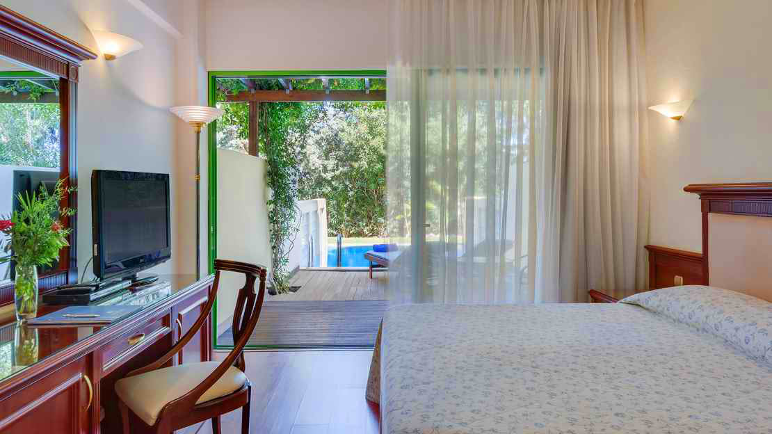 Double Room with Garden View and Personal Pool