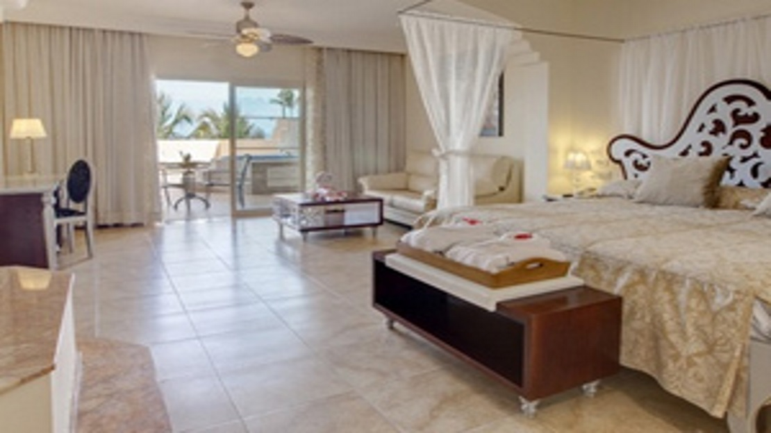 Colonial Junior Suite Ocean Front (Outdoor Jacuzzi)