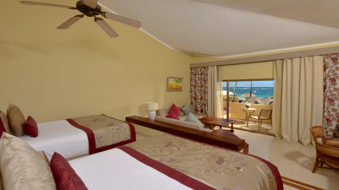 Superior Oceanfront Junior Suite