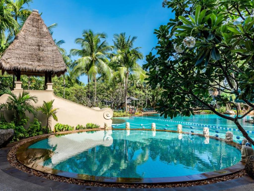 1/10  Movenpick Resort and Spa Karon Beach - Phuket