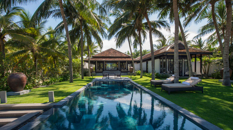 1/9  Four Seasons Resort The Nam Hai - Vietnam