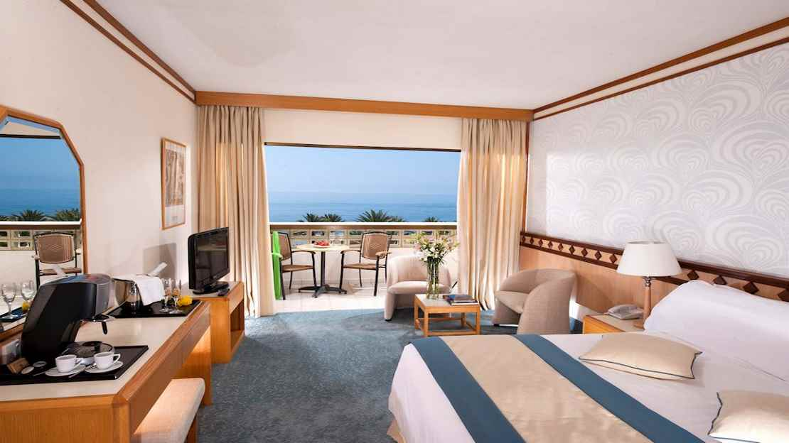 One Bedroom Suite Front Sea View