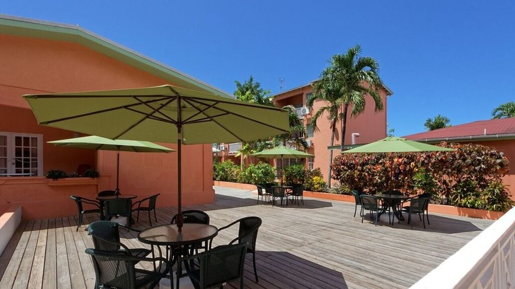 1/4  Worthing Court Apartment Hotel - Barbados