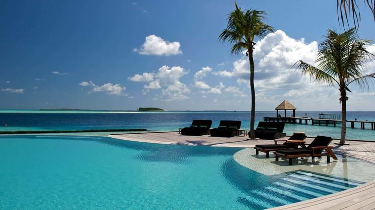 1/8  Komandoo Island Resort - Maldives
