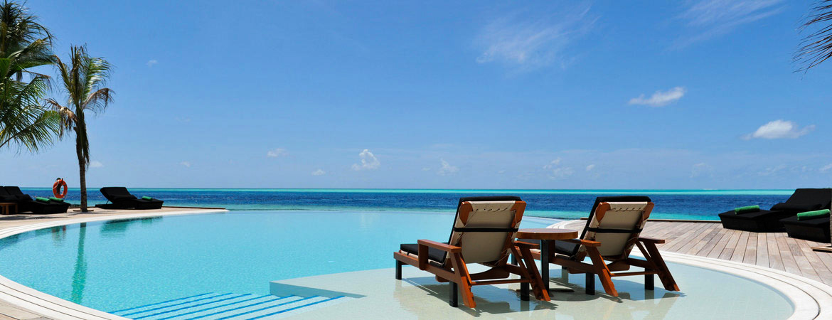 1/8  Komandoo Island Resort - Maldives