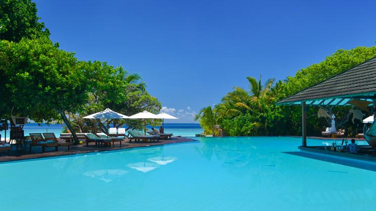 1/11  Adaaran Select Meedhupparu - Maldives