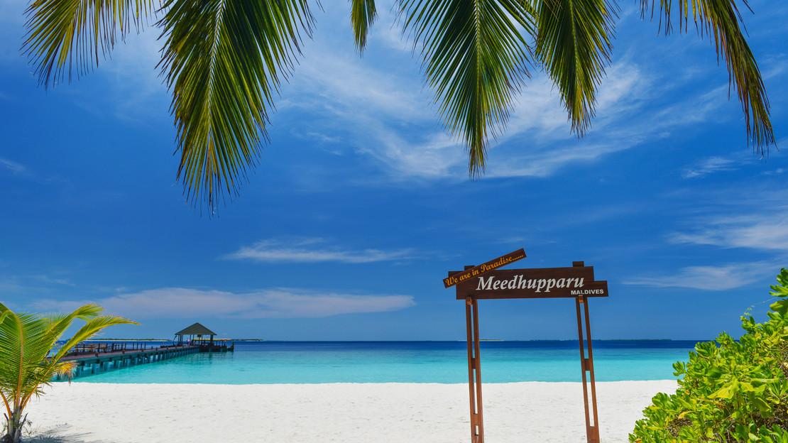 1/10  Adaaran Select Meedhupparu Resort - Maldives