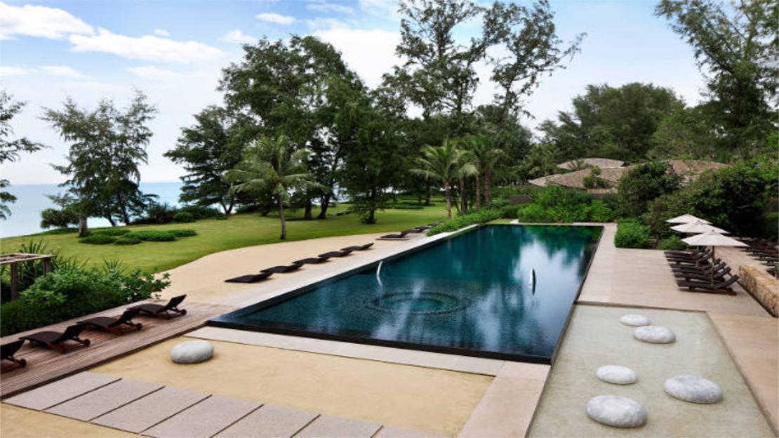1/8  Renaissance Phuket Resort and Spa - Thailand