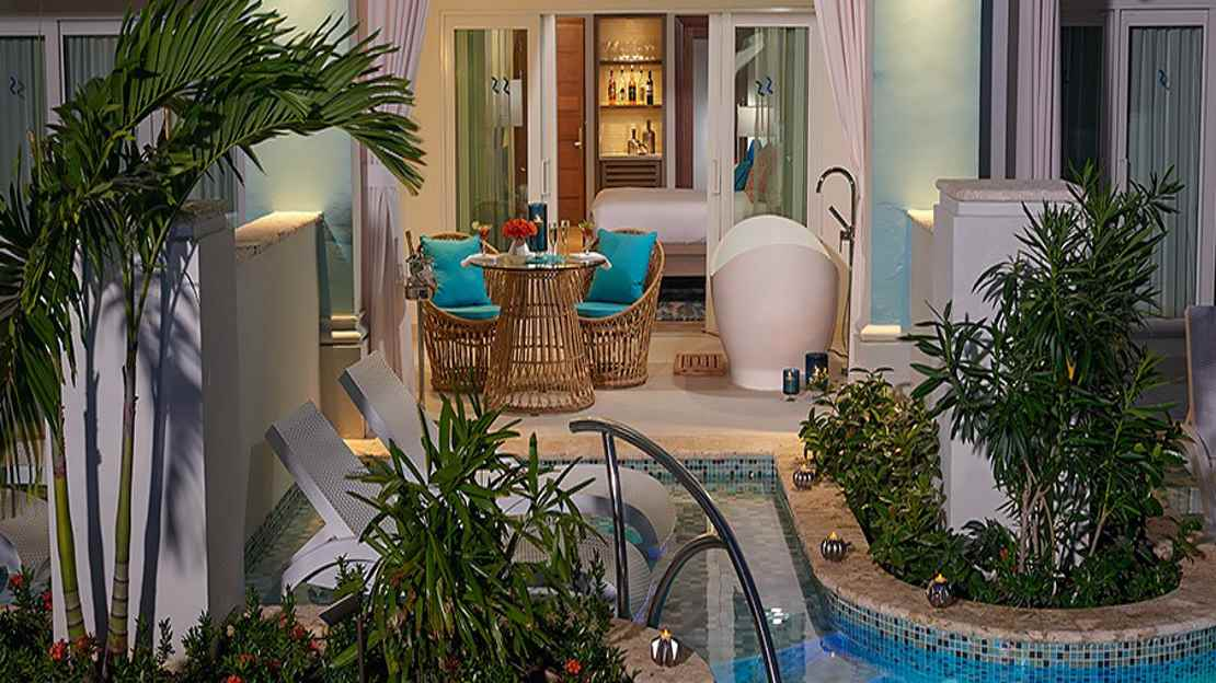 Crystal Lagoon Swim-up Club Level Luxury Room with Patio Tranquility Soaking Tub