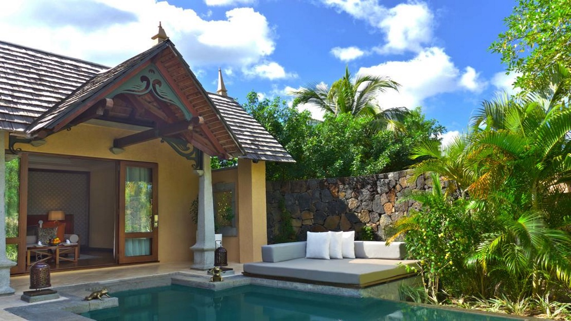 Beachfront Luxury Suite Pool Villa