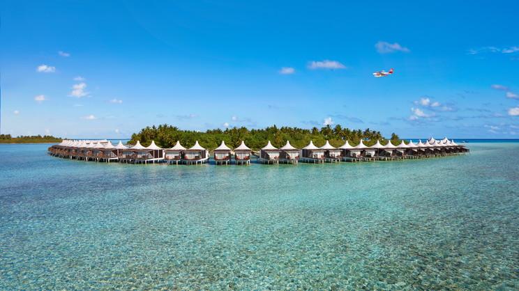 1/18  Cinnamon Hakuraa Huraa - Maldives