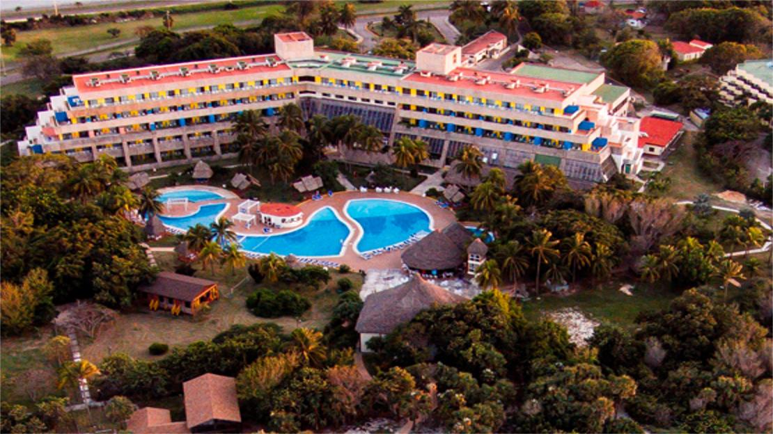 1/6  Tuxpan Hotel - Cuba