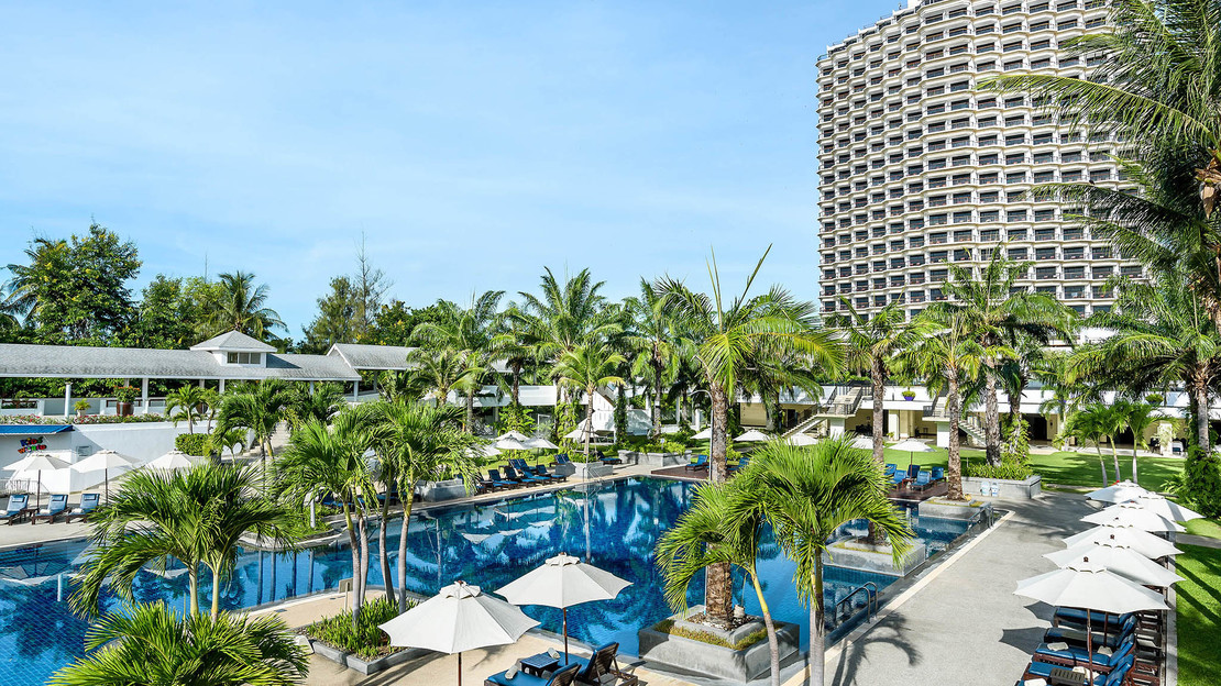 1/9  Novotel Hua Hin Cha Am Beach Resort and Spa