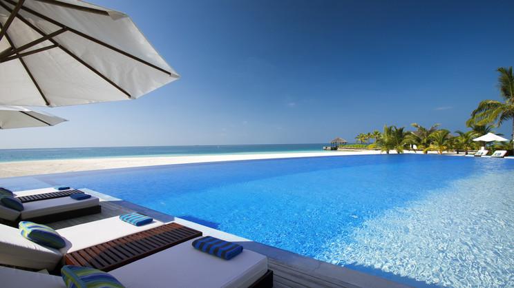 1/15  Velassaru Maldives Resort - Maldives