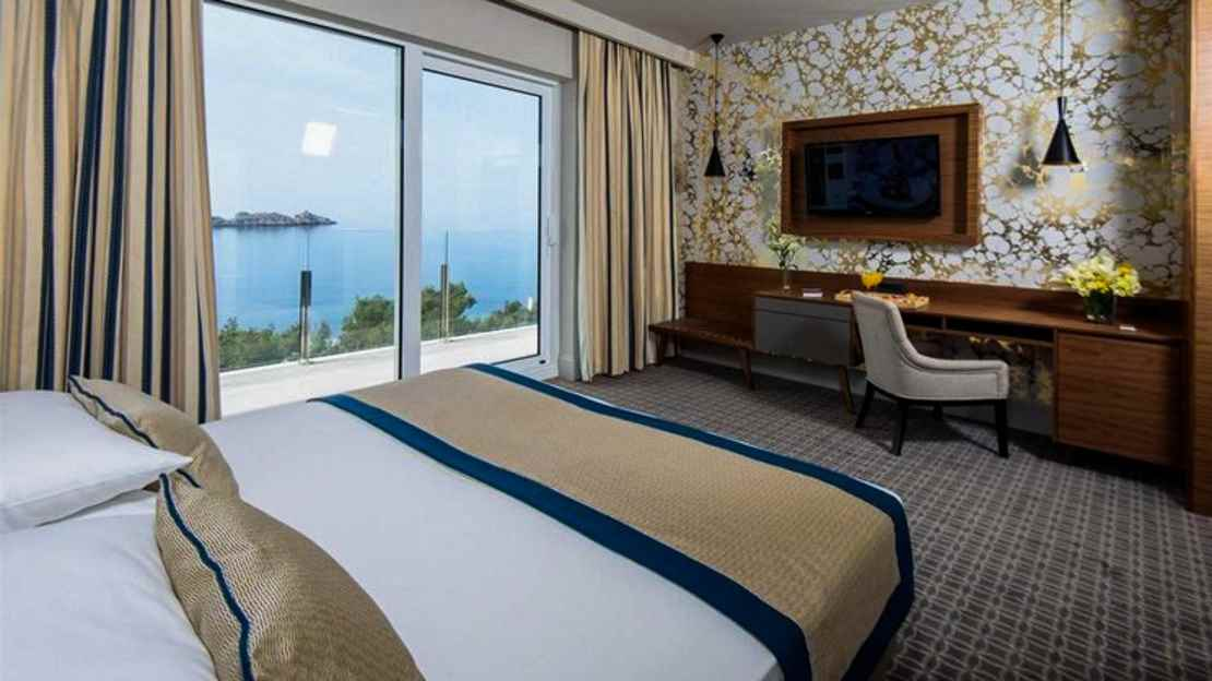 Luxury Double or Twin Room with Balcony and Sea View