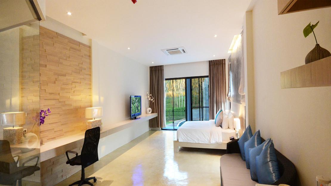 Poolside Suite