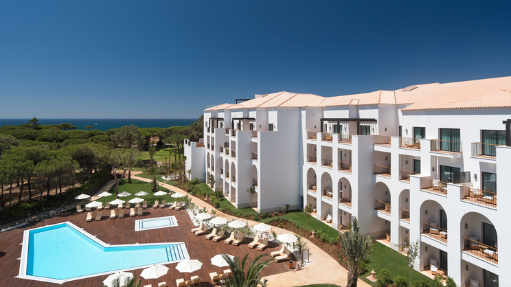 1/10  Pine Cliffs Resort - Algarve