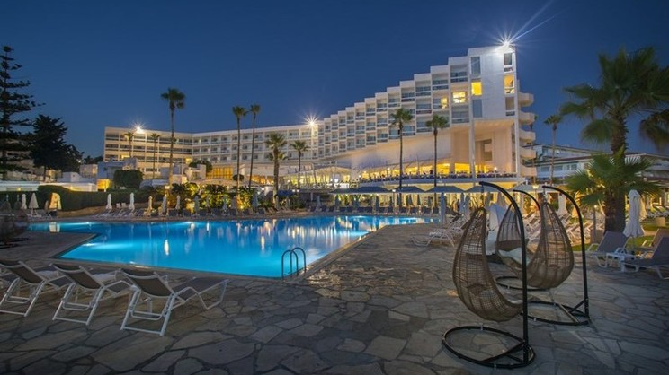 1/9  Laura Beach and Splash Hotel - Paphos